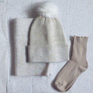 Accessories - ❄️Luxe Fur Pom Pom Hat, Socks &  Scarf Set